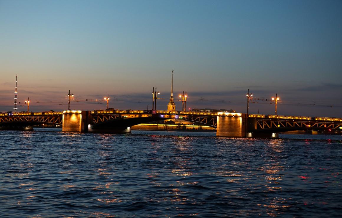 Дворцовый мост стал золотым в честь третьего подряд чемпионства «Зенита»
